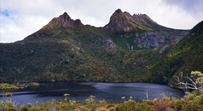 lesterlost-travel-australia-tasmania-cradle-mountain-wilderness-dove-lake-reflection-thierry-mignon